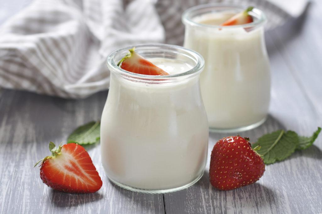 sua-chua-bang-sua-ong-tho sữa chua bằng sữa ông thọ Cách làm sữa chua bằng sữa ông thọ ngon không thể chối từ tại nhà cach lam yaourt4 1024x680