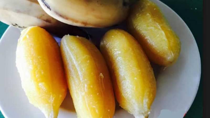 cach-luoc-chuoi-khong-bi-chat cách luộc chuối không bị chát Cách luộc chuối không bị chát mà lại ngon mềm hấp dẫn vô cùng cach luoc chuoi sap 1