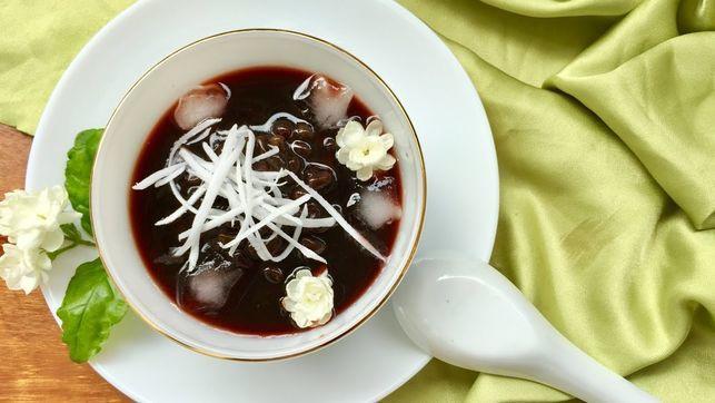 che-dau-den-voi-bot-san-day chè đậu đen với bột sắn dây Cách nấu chè đậu đen với bột sắn dây giải nhiệt cực tốt che dau den ngon