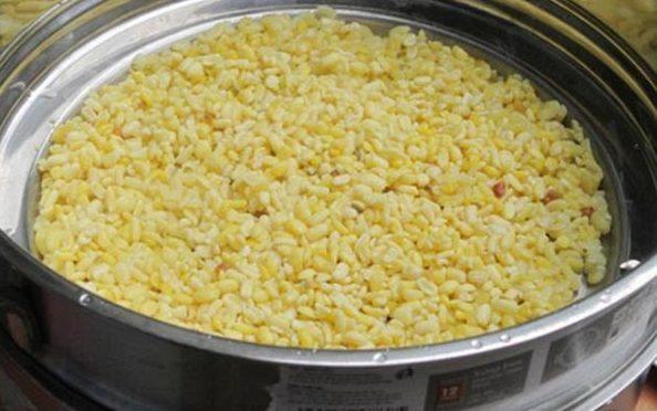 che-dau-xanh-bot-khoai chè đậu xanh bột khoai Cách nấu chè đậu xanh bột khoai ngon và đơn giản hap dau xanh chin mem e1568947456519