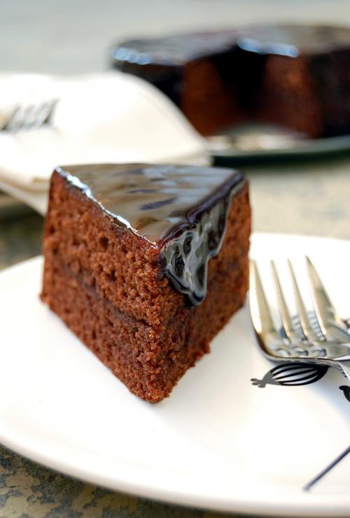 sachertorte sachertorte Cùng tìm hiểu về sachertorte bánh chocolate quý tộc của nước Áo sachertorte chiec banh chocolate dong quy toc cua nuoc ao 3