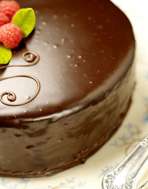 sachertorte sachertorte Cùng tìm hiểu về sachertorte bánh chocolate quý tộc của nước Áo sachertorte chiec banh chocolate dong quy toc cua nuoc ao 4