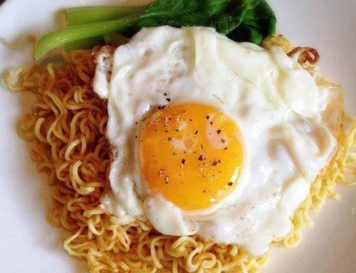 mi-xao-trung mì xào trứng Cách làm mì xào trứng – bữa sáng cực ngon ngày đầu tuần 7 600x600 e1480265197682 1