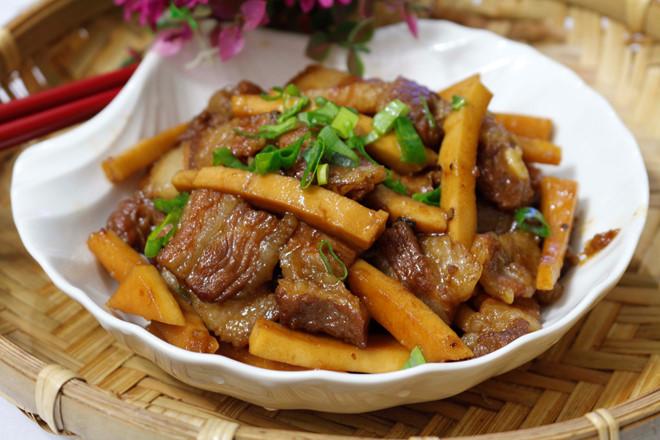 thit-kho-dua thịt kho dừa Tụ tin vào bếp với cách làm thịt kho dừa ngon nức mũi MG 9468