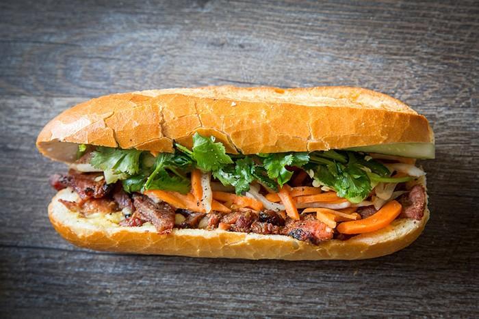 nuoc-sot-banh-mi nước sốt bánh mì Cách làm nước sốt bánh mì thịt nướng – linh hồn của ẩm thục Việt banh mi thit nuong