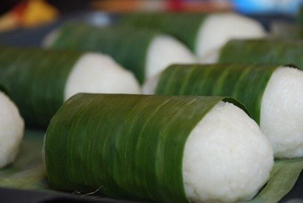 chuoi-nuong-nuoc-cot-dua chuối nướng nước cốt dừa Chuối nướng nước cốt dừa – thức ăn tuổi thơ của người Nam bộ boc la chuoi ben ngoai