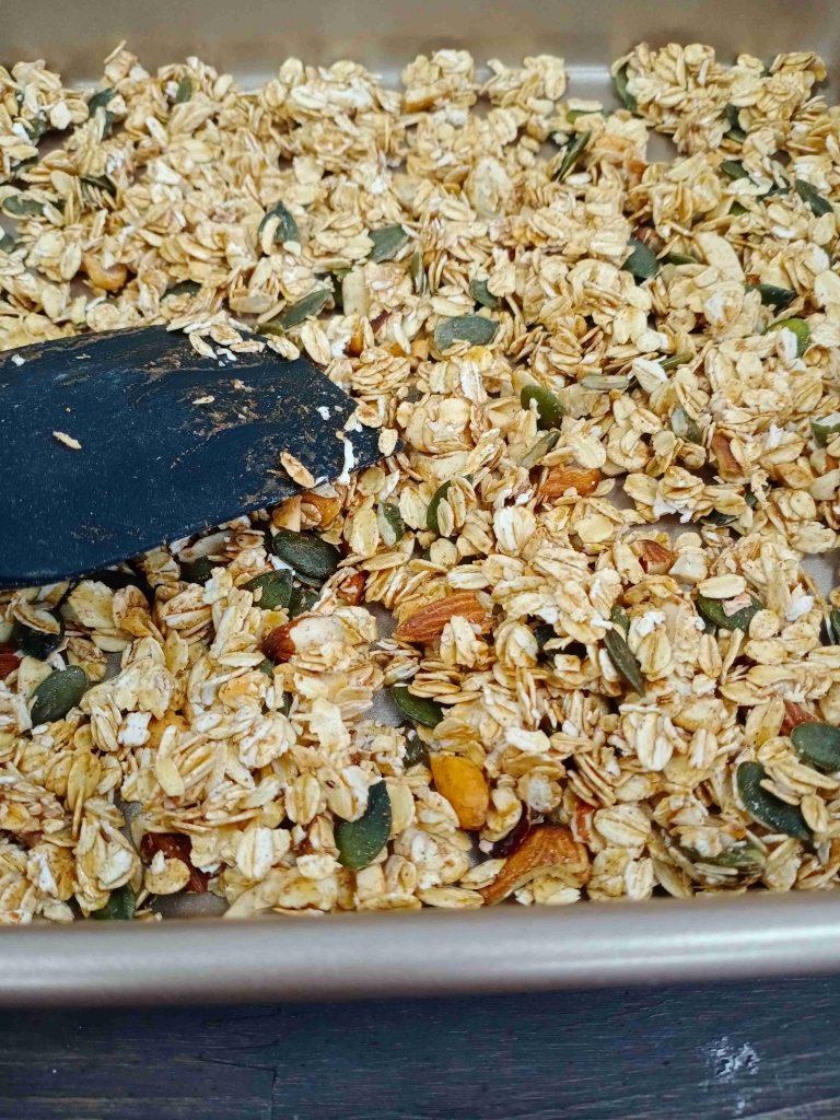 làm granola cách làm granola Top 3 cách làm Granola cực ngon không béo đơn giản tại nhà cach lam granola d compressed 768x1024