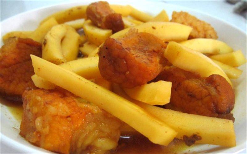 thit-kho-dua thịt kho dừa Tụ tin vào bếp với cách làm thịt kho dừa ngon nức mũi cach lam thit kho dua