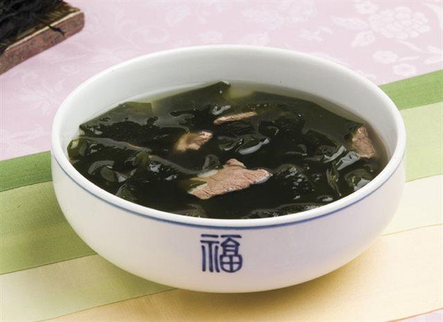 cach-nau-canh-rong-bien canh rong biển Cách nấu canh rong biển thịt bò chuẩn chỉnh vị người Hàn Quốc cach nau canh rong bien thit bo