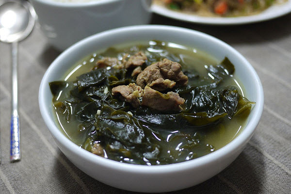 cach-nau-canh-rong-bien canh rong biển Cách nấu canh rong biển thịt bò chuẩn chỉnh vị người Hàn Quốc canh rong bien