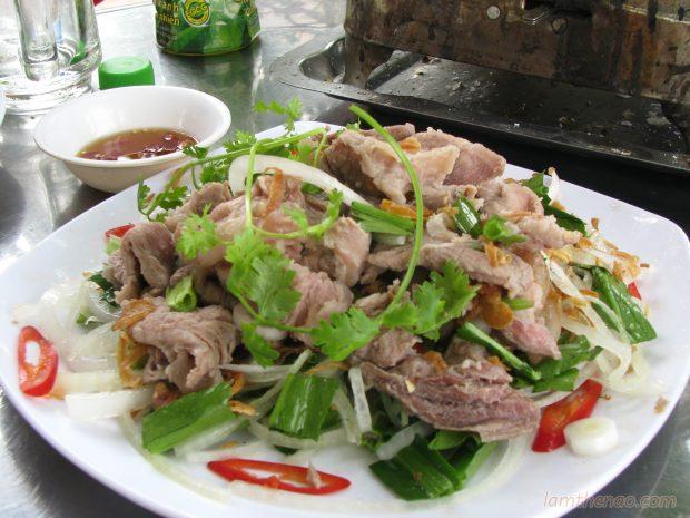 bo-tai-chanh bò tái chanh Cách làm bò tái chanh ngày cuối tuần cho bữa cơm thêm vị ghi 10 diem voi ong xa nho mon bo tai chanh 620x465