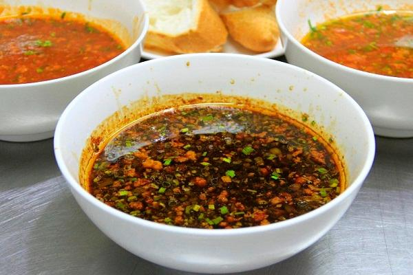 nuoc-sot-banh-mi nước sốt bánh mì Cách làm nước sốt bánh mì thịt nướng – linh hồn của ẩm thục Việt hoc banh mi