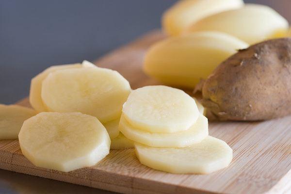 mut-khoai-tay mứt khoai tây Cách làm mứt khoai tây thơm ngon lai rai ngày cuối tuần khoai tay chua rat nhieu vitamin