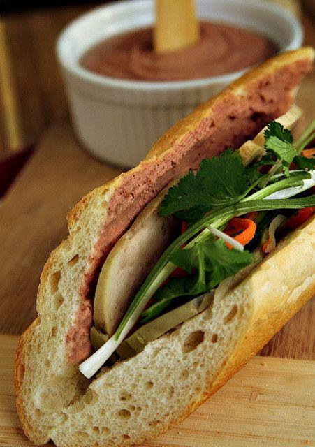 banh-mi-pate bánh mì pate Cách làm bánh mì pate đặc biệt cho bữa sáng tại nhà lam banh mi pate