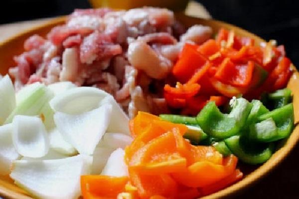thit-xien-nuong-rau-cu  thịt xiên nướng rau củ Hướng dẫn cách làm thịt xiên nướng rau củ cực ngon cho tiệc nướng nguyen lieu lam thit nuong rau cu