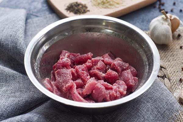 hung-que-cuon-thit-bo húng quế cuộn thịt bò Cách làm món húng quế cuộn thịt bò nướng thơm ngất ngây uop thit bo va de khoang 30 phut