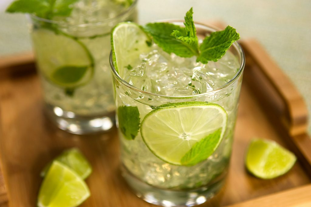 soda-thuc-uong-cua-nguoi-hien-dai cách pha chế soda Cách pha chế soda mix trái cây cho mùa hè rực rỡ sắc màu cach pha che soda 6 1024x683