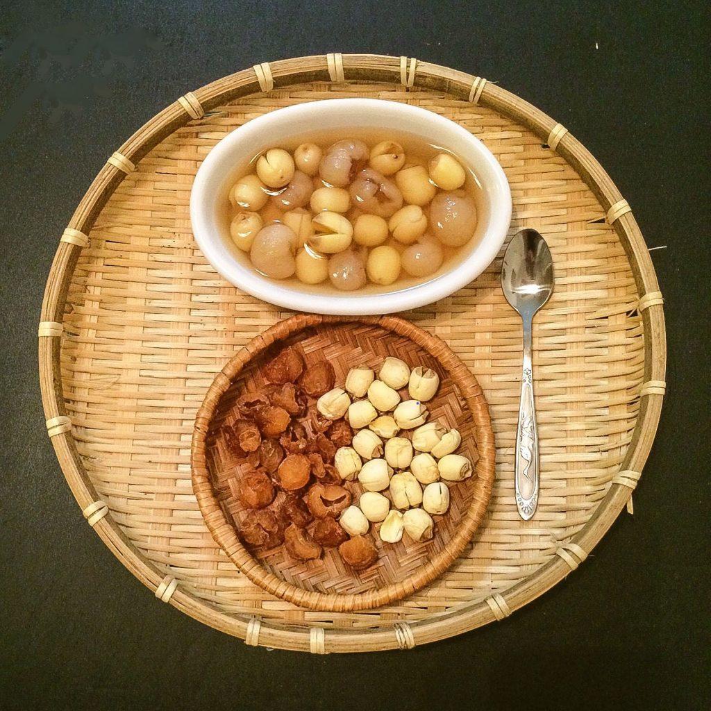 Chè hạt sen long nhãn
