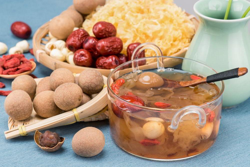 Thanh mát và bổ dưỡng ngày hè với món chè hạt sen long nhãn