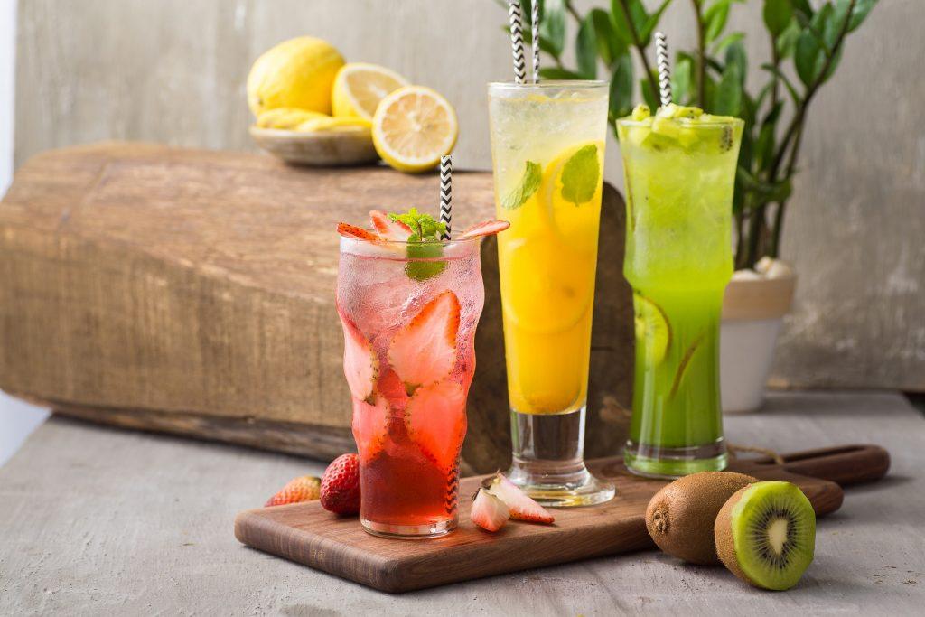 Tra-hoa-qua xu hướng đồ uống 2020 [Cập nhật] Xu hướng đồ uống 2020 HOT nhất của giới trẻ xu huong do uong 2020 1024x683