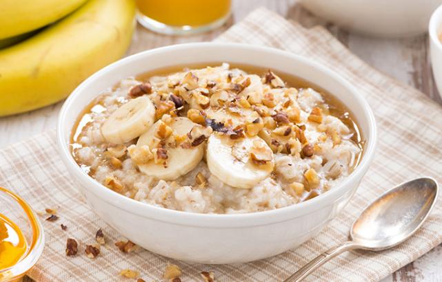 Yến mạch + chuối + sữa không đường bữa ăn healthy giảm cân Bật mí thực đơn bữa ăn healthy giảm cân cực hiệu quả bua an healthy giam can5