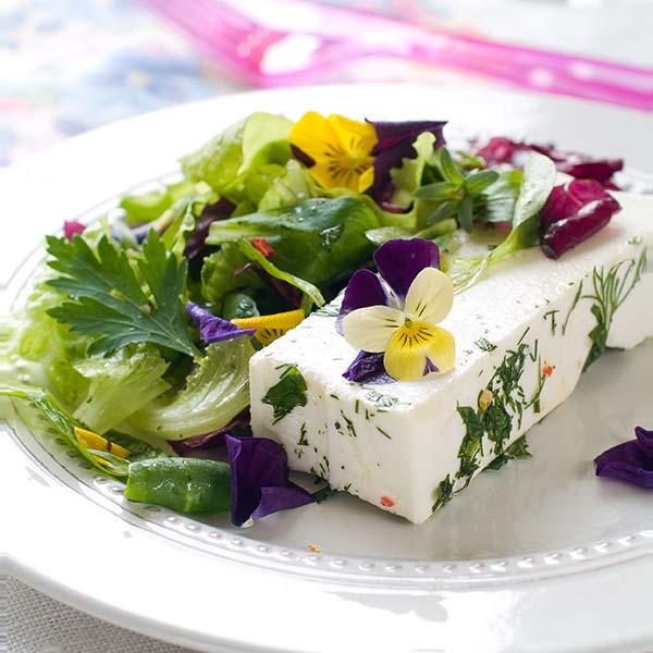 công dụng và cách bảo quản hoa ăn được Công dụng và cách bảo quản hoa ăn được – hoa pansy pansy in salad 600