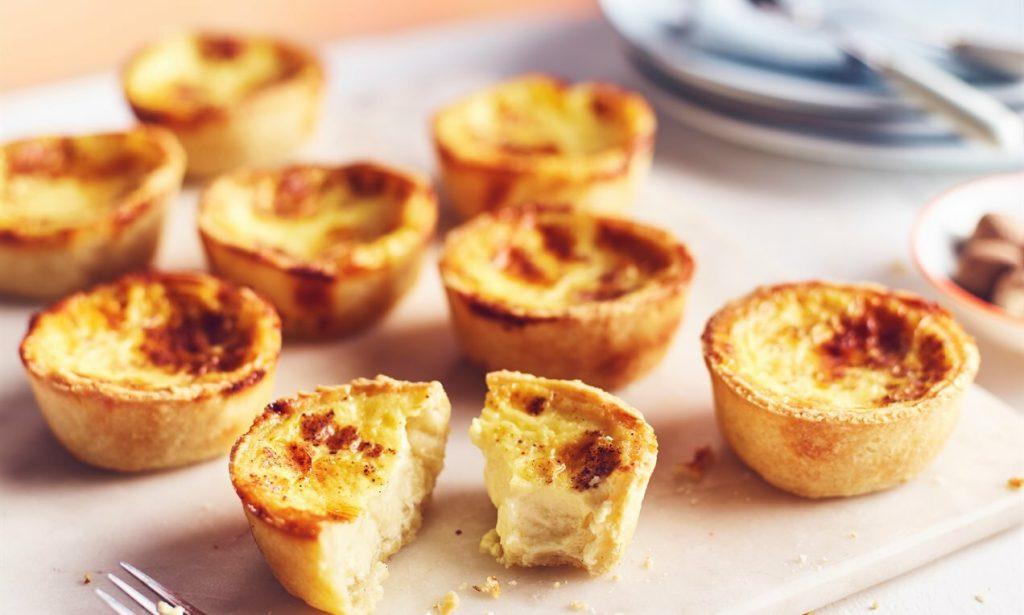 banh-egg-tart bánh egg tart Cách bảo quản bánh egg tart tiện lợi và giữ được hương vị nhất vanilla egg custard tarts 1024x615