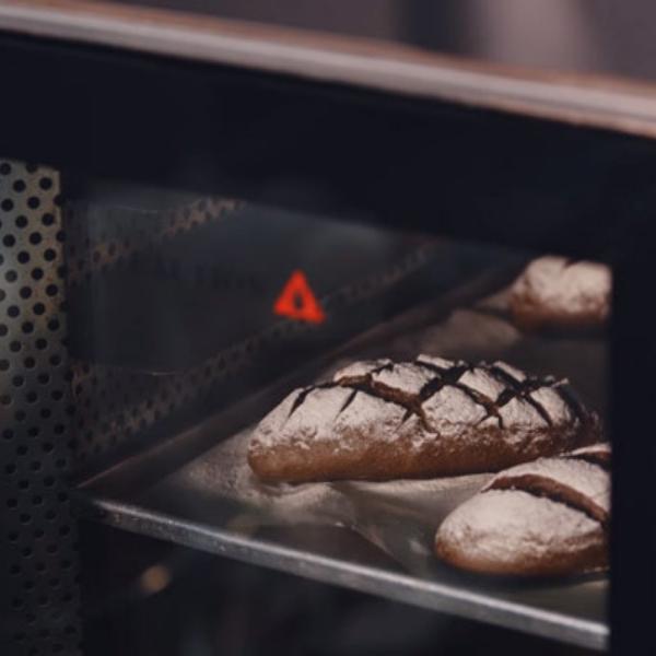 Nướng bánh mì đen nguyên cám